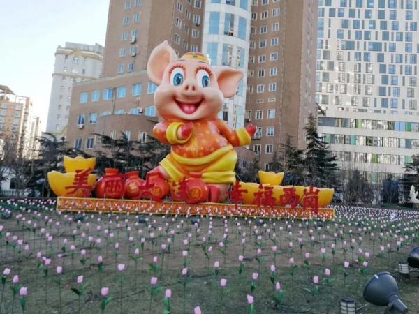 大连西岗区希望广场猪年雕塑