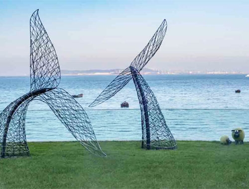 大连红星海鲸鱼尾雕塑